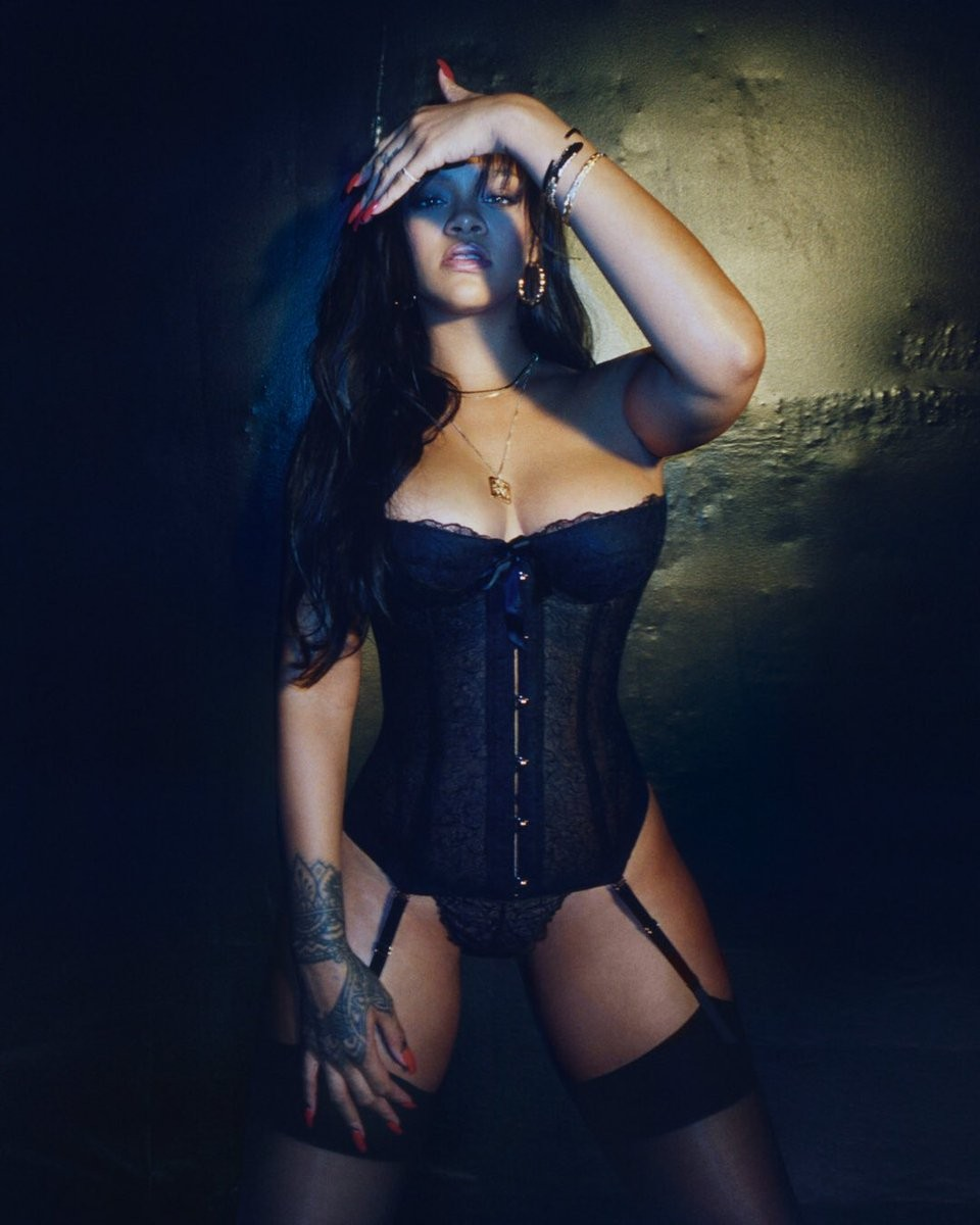 Rihanna poses in a strapless black bustier to promote her new lingerie line (photos)
