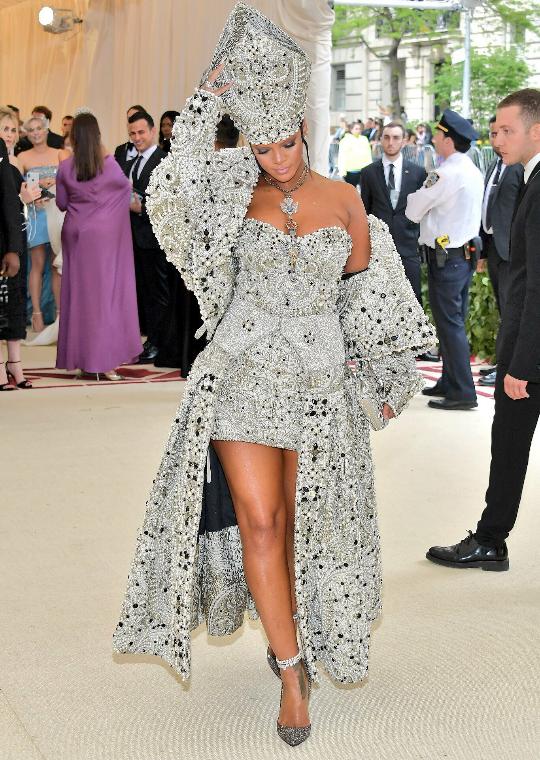 As always, Rihanna rules the Met Gala (photos)