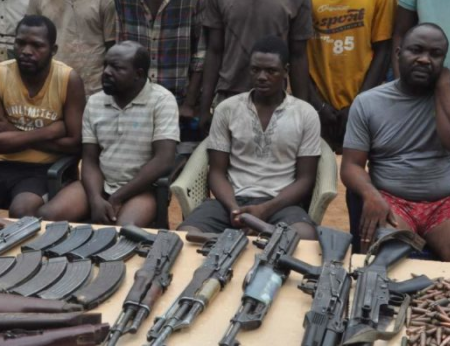 Photo: Nigerian police arrest notorious Anambra State gun dealer and 10 others