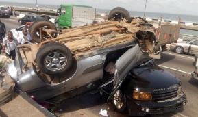 Salon car somersaults and lands on an SUV on 3rd mainland bridge (photos)