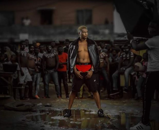 Rapper,?Reminisce goes shirtless in new photos
