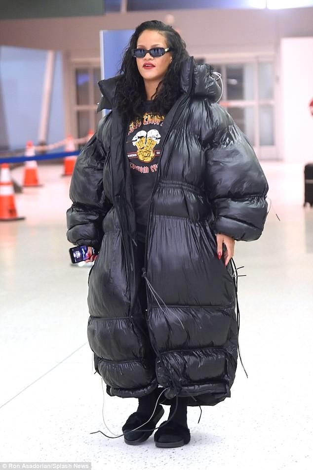 Rihanna rocks oversized padded jacket as she jets into NYC  (Photos)