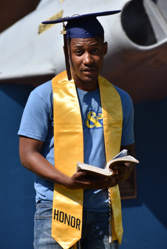 Handsome Twitter user celebrates graduating from college a virgin