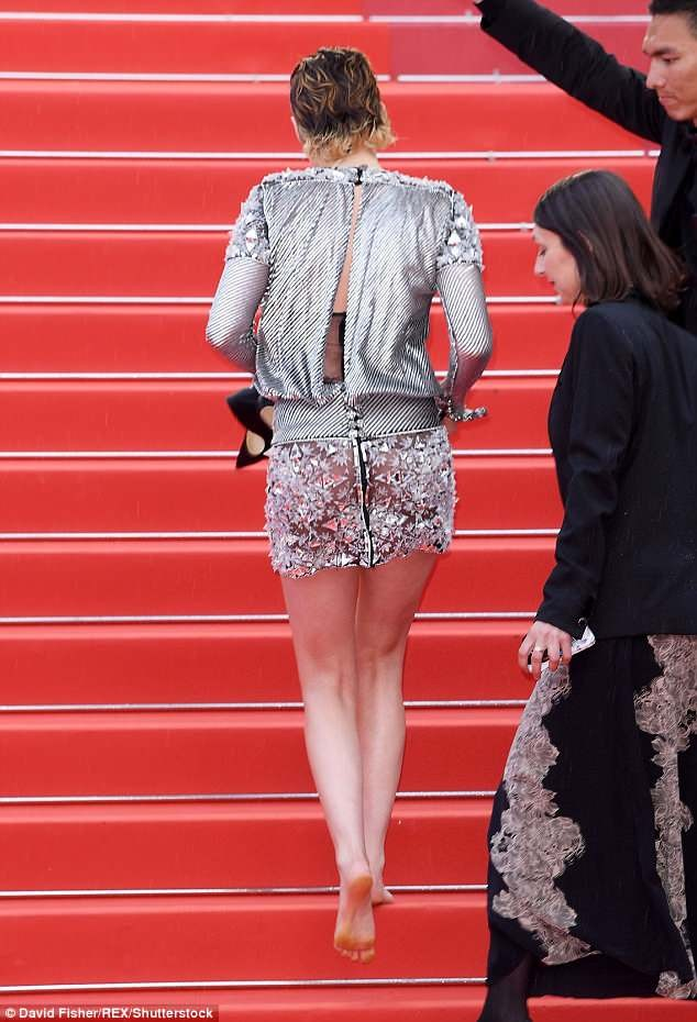 Kristen Stewart yawns and takes her heels off at the red carpet premiere of BlacKkKlansman in Cannes (Photos)