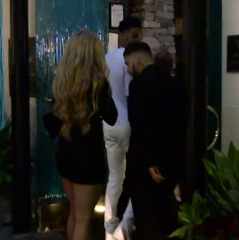Basketball player Dejoquote Murray and his girlfriend refused to enter the restaurant in Beverly Hills for their dress