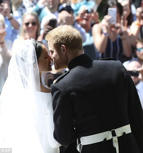 Prince Harry and Maghan Markle kiss after becoming husband and wife (photos)