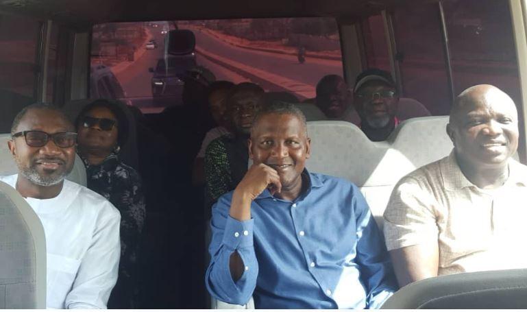 Video: Femi Otedola enjoys Sunday bus ride with Governor Ambode and Aliko Dangote