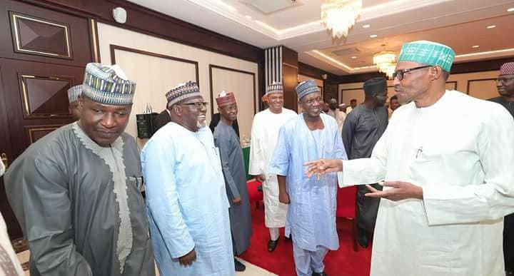 President Buhari breaks Ramadan fast with IGP Ibrahim Idris, Fashola, Buratai, others (photos)