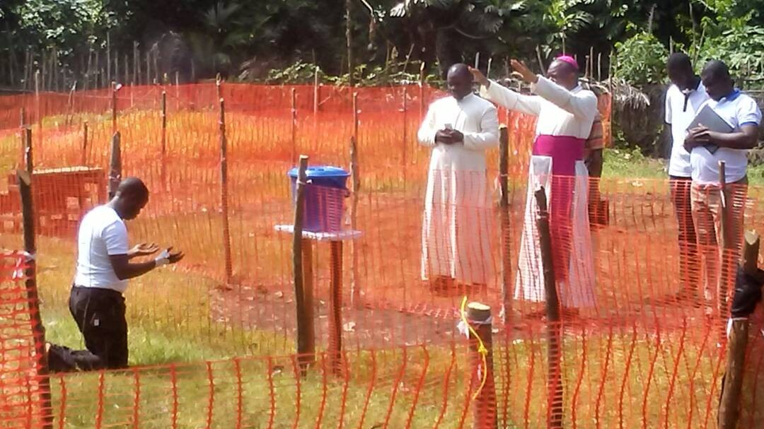 Photo of Catholic Bishop praying for priest infected with Ebola in Congo?