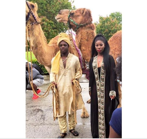 Teens make a grand entrance to Prom, take live Camels along (Video)