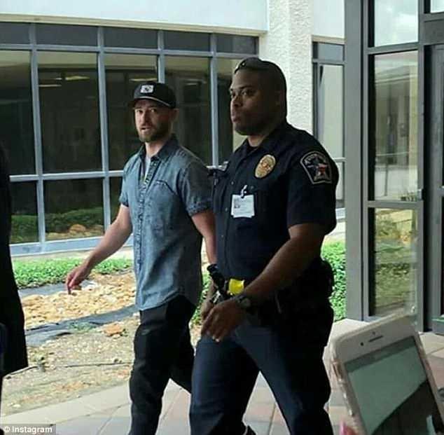 Justin Timberlake visits Santa Fe High School shooting victims at hospital (Photos)