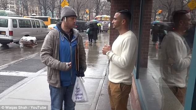 Homeless man gives wallet containing $2,000 back to the owner who dropped it, then spends his reward getting food for other homeless people