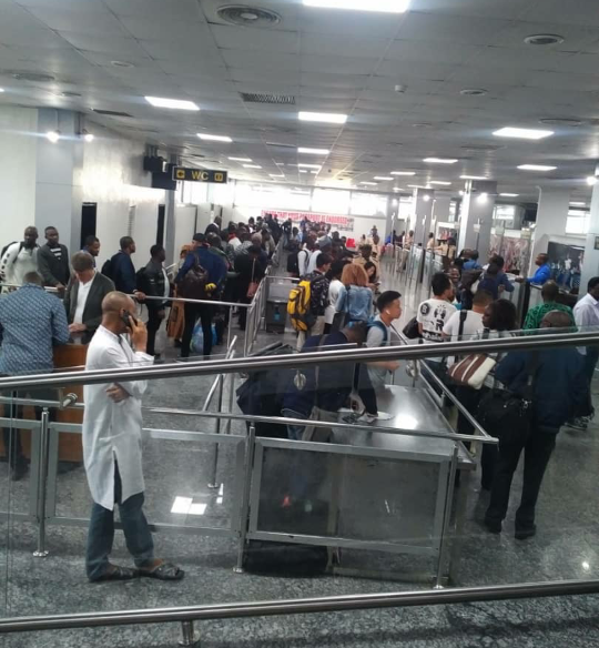 Nigerians raise alarm over the lack of passenger screening for Ebola at airports