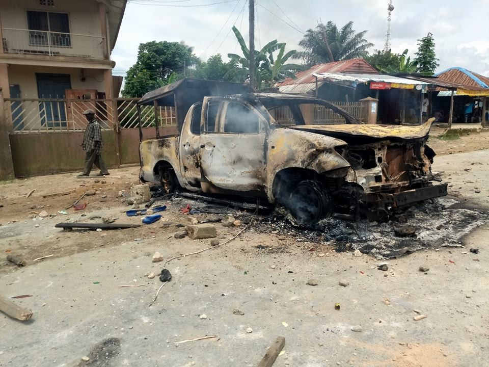 Photos: Irate youths set Customs Officers vehicle on fire in Akwa Ibom