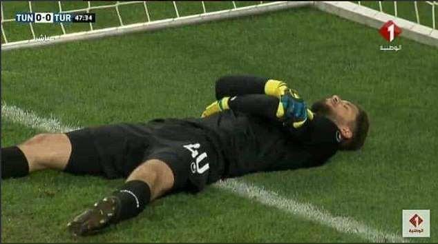 Lol. Tunisia goalkeeper