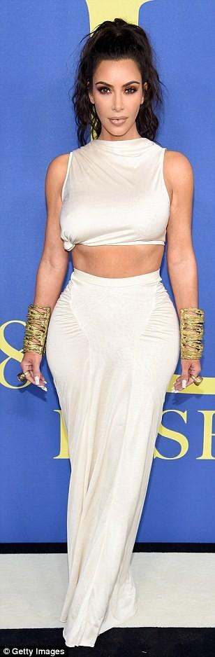 Kim Kardashian goes braless in an abs-flashing cream crop top and skirt at CFDA Fashion Award (photos)