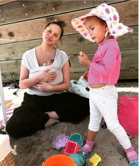 Adorable photo of Chrissy Teigen with her newborn son Miles and daughter Luna?