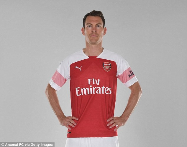 Arsenal announce the signing of 34-year-old defender Stephan Lichtsteiner from Juventus?