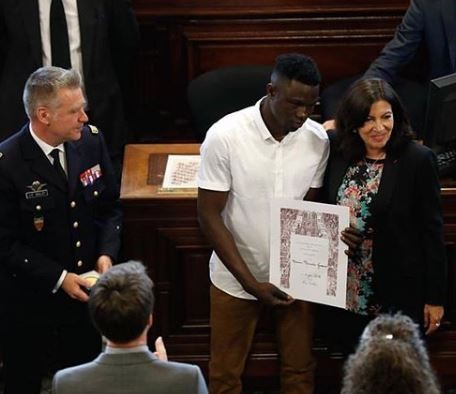 "Photo: Paris Mayor awards Malian migrant, Mamoudou ""Spider-Man"" Gassama the city"