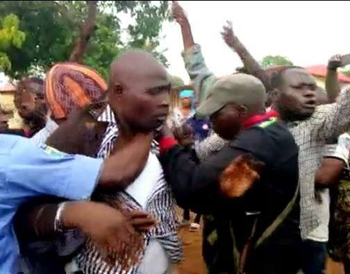 Kaduna lawmakers?Abubakar Mamadi and?Mark Yari beaten by mob after getting caught with election materials in Chikun LG (Photos)