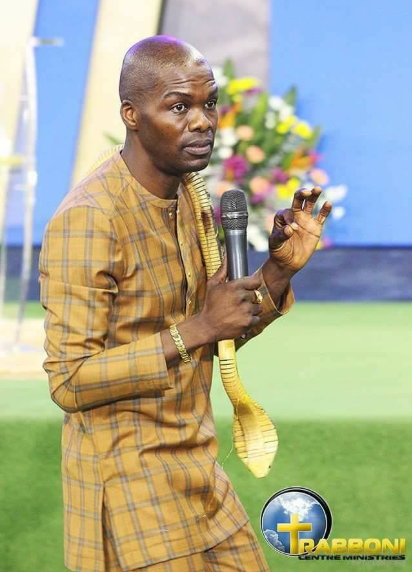 South African prophet, Lesego Daniel, spotted using a snake to perform miracle