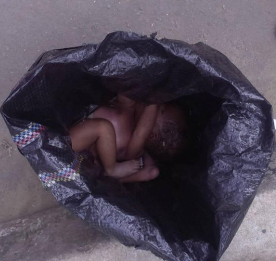 Pained mother admonishes women after she saw a dead newborn baby left by the roadside (photos)