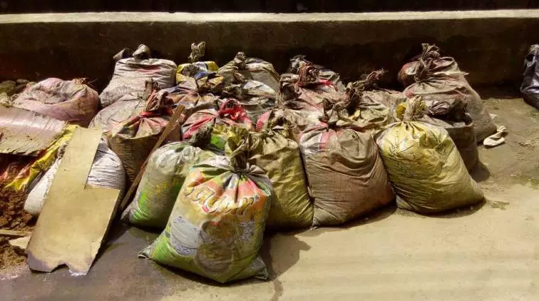 Man caught with 27 bags of human faeces in Lagos (photos)