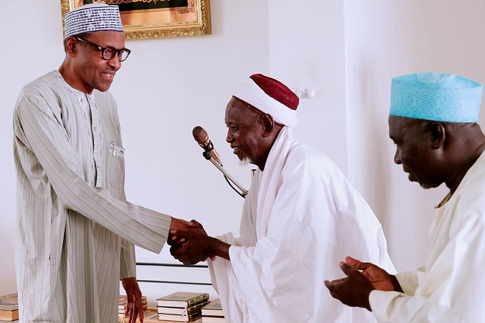 Photos:?President Buhari participates at the closing of 2018 Ramadan Tafsir at the State House Mosque