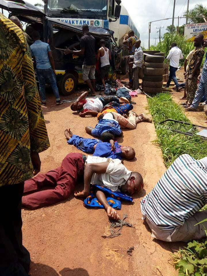 At least 5 dead, several injured as trailer crushes commercial bus  in Enugu (graphic photos)