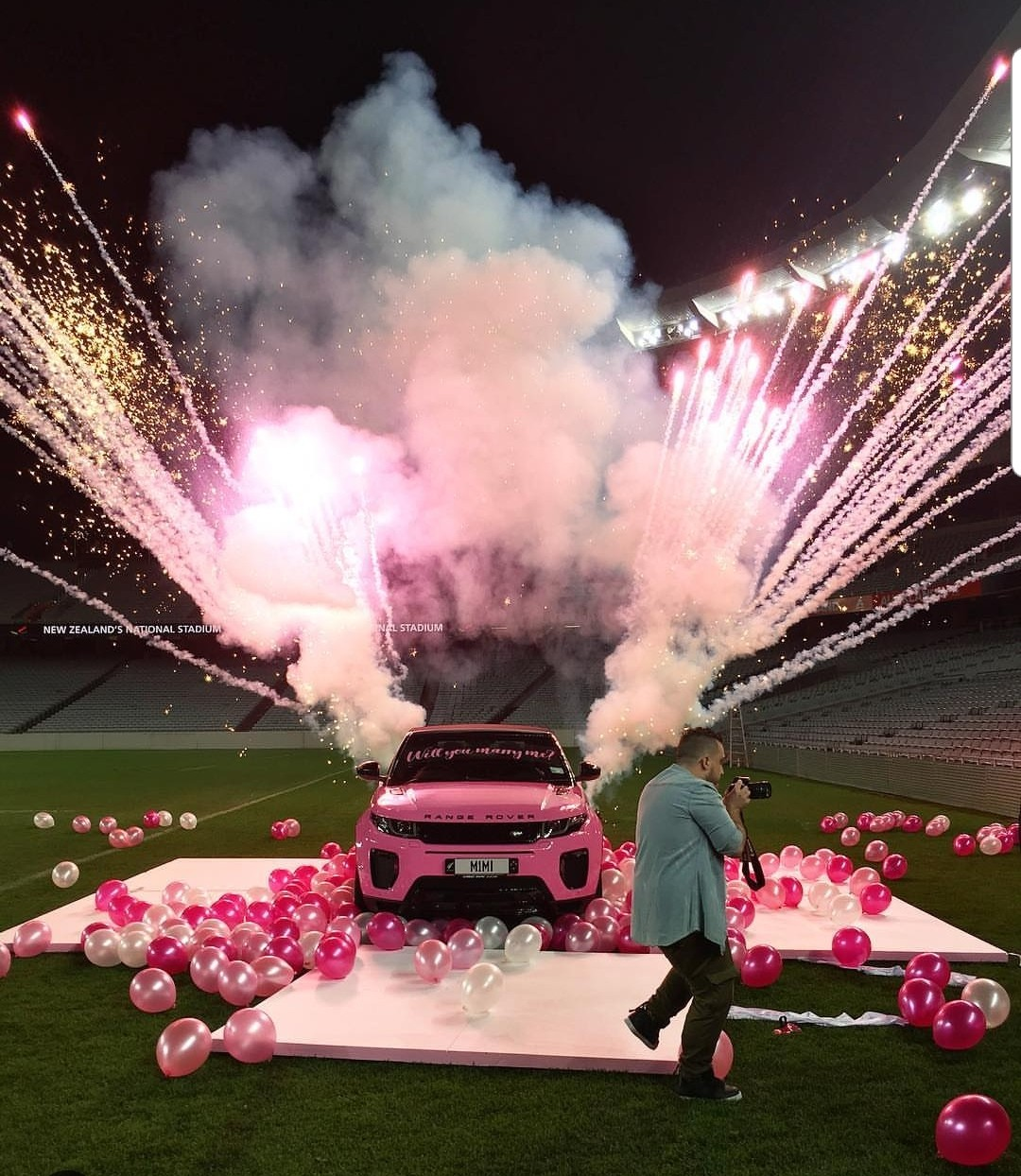Photos/Video: New Zealand fitness trainer proposes to his woman with a customised Range Rover