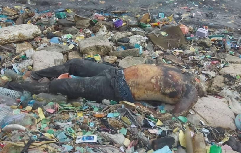 Graphic?Photos: Decomposing body of an unidentified man found floating in the Lagoon in Apapa
