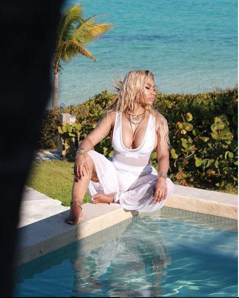 Nicki Minaj gets wet in saucy new photos?