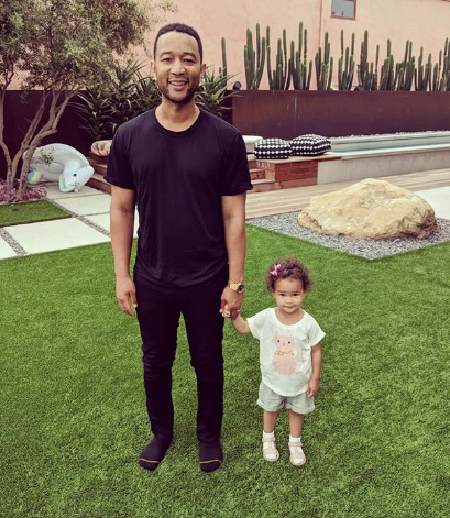 Adorable photo of John Legend & his daughter Luna