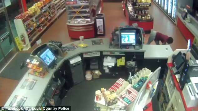 Lol, Thief shows off spectacular dance moves while stealing from a store (Video)
