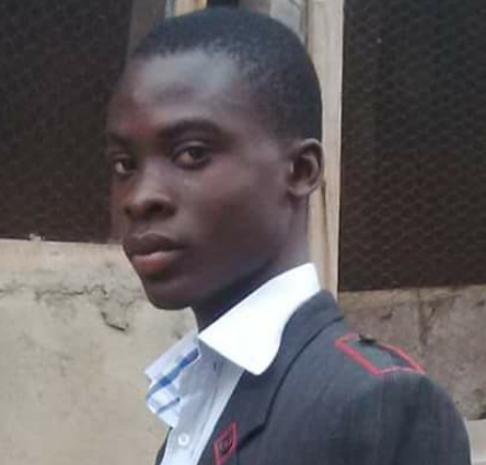 Family of 18-year-old allege he died of appendix after doctors abandoned him to attend to their phones(photo)