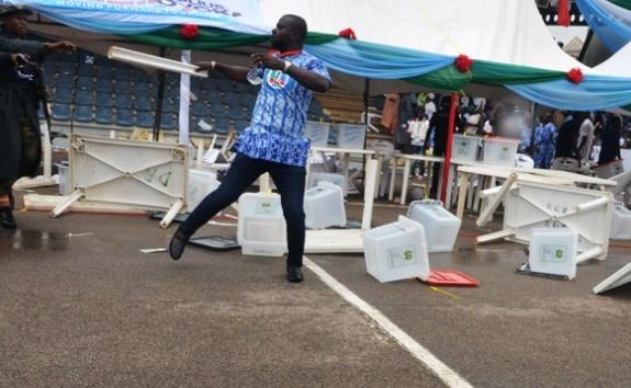 Delta State delegates exchange blows at the?APC Convention (Photos)