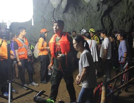 12 football players and their coach trapped in a cave in Thailand for nearly two days