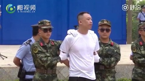 Drug dealers sentenced to death and killed immediately in front of school children in China