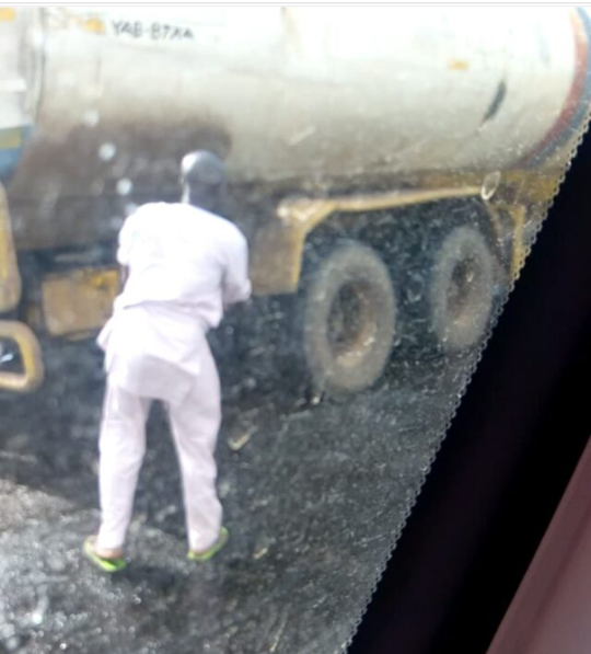 Nigerians struggle to scoop fuel from broken down fuel tanker in Kogi state