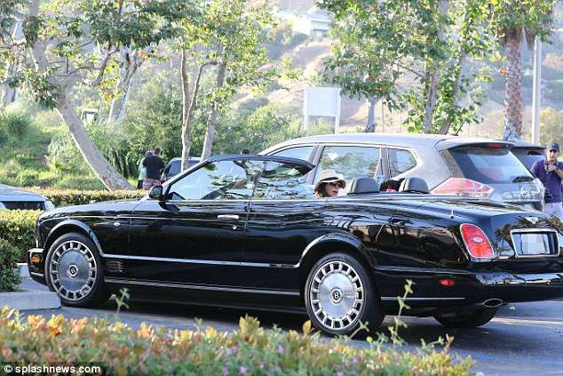 Simon Cowell takes his partner Lauren Silverman shopping in his classic ?154k Bentley convertible (Photos)