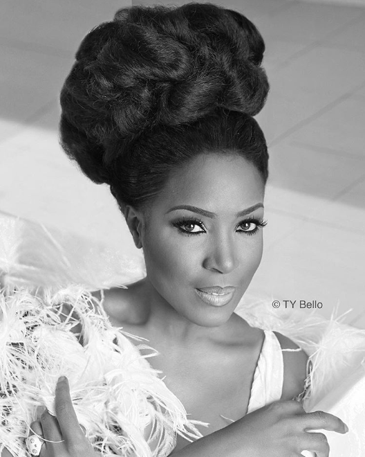Between Linda Ikeji and Oprah Winfrey, who rocked this fancy updo hairstyle better?