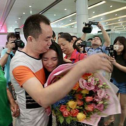 Emotional moment father reunites with his daughter 13 years after she went missing (video)