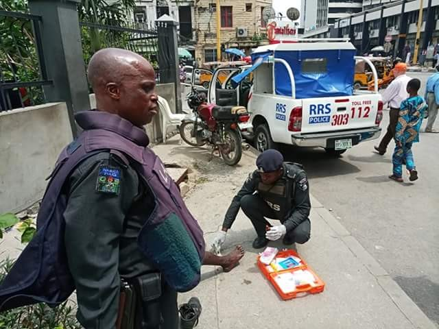 Nigerian Police officer spotted giving first aid to accident victim