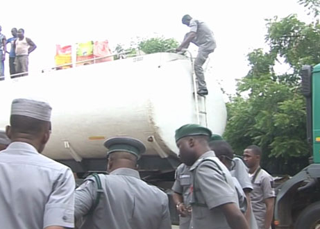 Customs impound over 1,000 bags of rice hidden inside petrol tanker in Kaduna (photos)