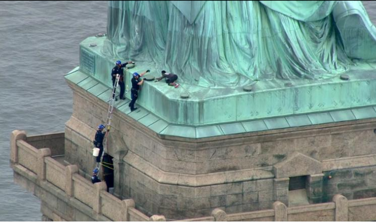 Update: Statue of Liberty climber has been arrested (Photos)
