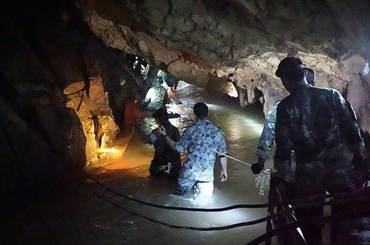Thai boys and their coach trapped in a cave for 13 days are not well enough to attempt escape, medical assessment concludes