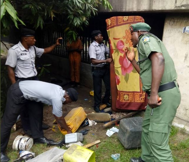 Photos:?Another ritualist hide out uncovered under the bridge at the back of Onikan stadium in Lagos