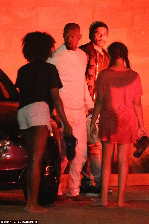 Jamie Foxx hangs out with his baby mama Kristin Grannis and their daughter on 4th of July (Photos)