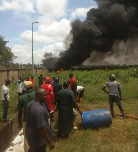 Photos:?Fire guts NNPC?depot in Niger State