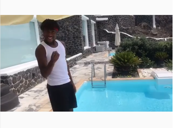 Alex Iwobi joins the #InMyFeelingsChallenge and it